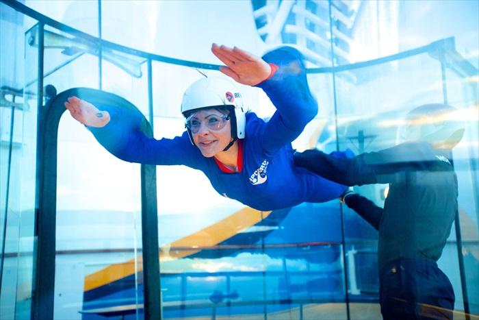 1. 皇家加勒比游轮上海上模拟高空跳伞体验(RipCord by iFLY),让游客体验翱翔在天边的快感与刺激。