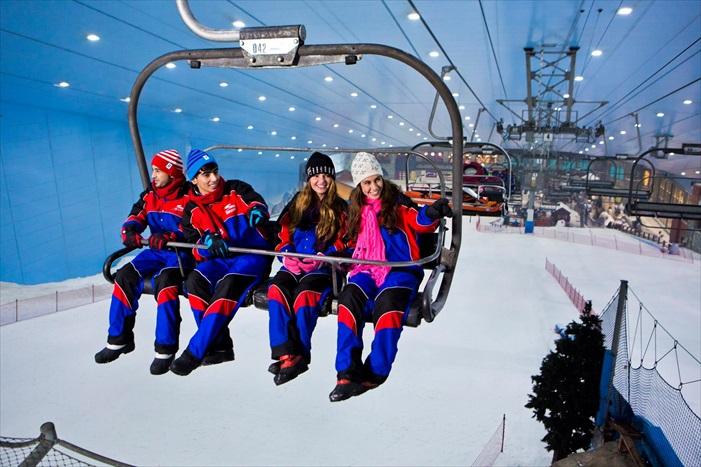 杜拜拥有世界最大的室内冰雪世界。