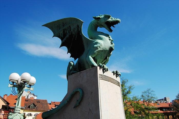 斯洛文尼亚首都,卢布尔雅那旧城区的飞龙大桥。