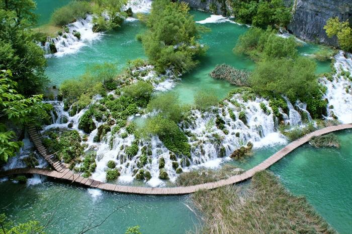 """位于克罗地亚,号称""""欧洲九寨沟""""的普利特维采国家公园。"""