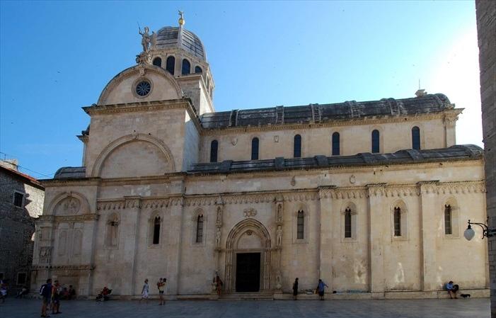 圣詹姆斯大教堂,是联合国教科文组织世界遗产之一。