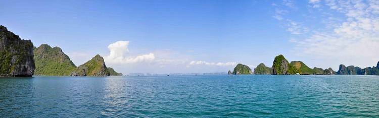 下龙湾,因其景观和地质地貌格外性价值,在1994和2000年被联合国教科文组(UNESCO)列为世界自然遗产。
