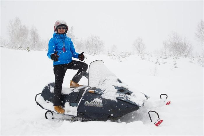 惊险刺激的雪上摩托车!