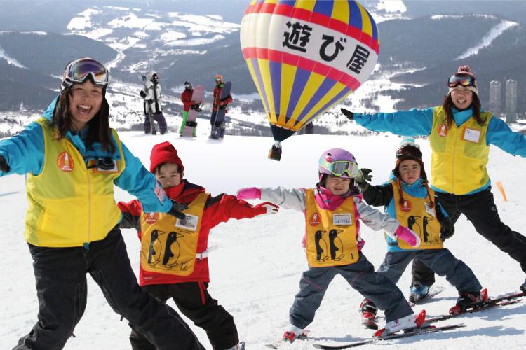 乘坐雪上飞车观赏一路雪景是冬天必做之事,但冬季到富良野去,有机会乘坐热气球从高空观望不同角度的冬雪景色。
