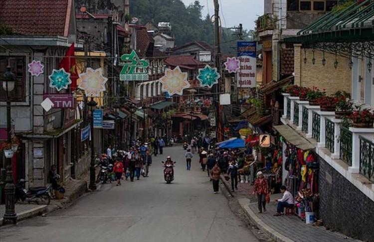 沙巴是越南老街省苗族最集中的县之一,主要是黑衣苗族。