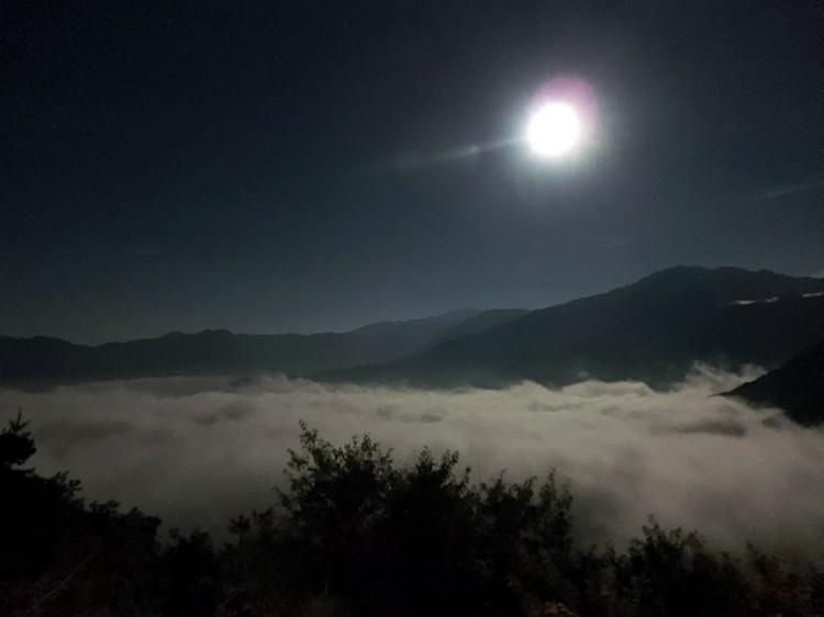 大片云海映入眼帘﹐犹如置身仙境般虚幻绮丽。