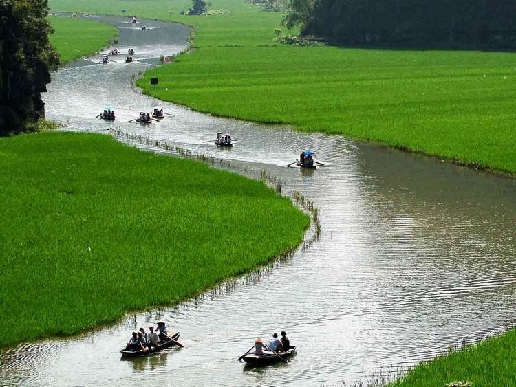 """景区内的三古(Tam Coc)被成为""""陆地上的下龙湾"""",也就是人们提及的""""陆龙湾""""。"""