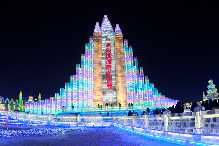 在松花江上修建的冰雪迪斯尼乐园——哈尔滨冰雪大世界