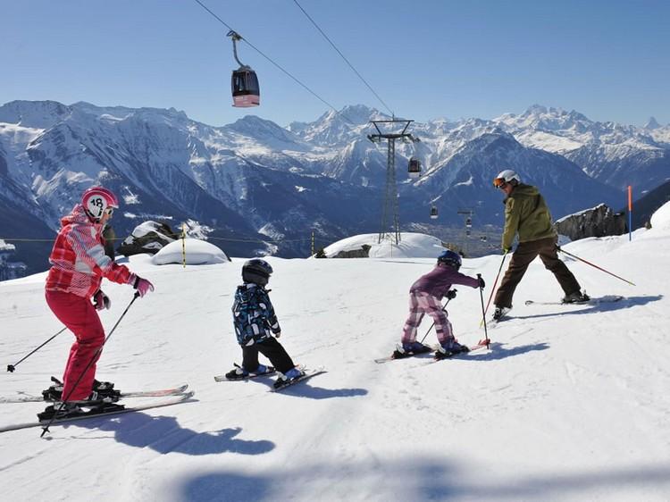 高山滑雪是瑞士人冬季的必玩活动。