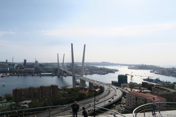 海参崴是俄罗斯远东地区重要军港;西伯利亚路的起点。