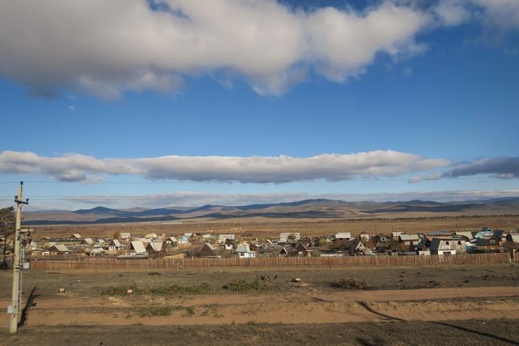 9288公里路,7个小时差区,每一景都与天气有关系;我们见到了蓝天白云下的小村庄。