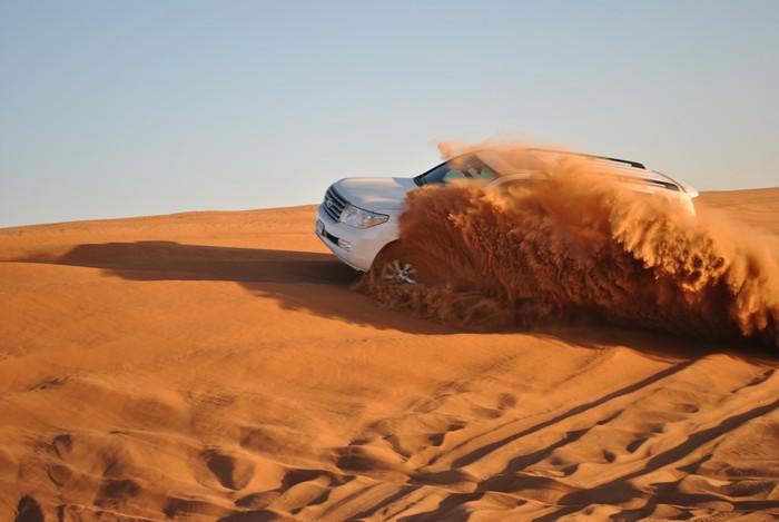 乘坐四驱车,在杜拜最大的大红沙丘上来一场惊险刺激的沙漠之旅!