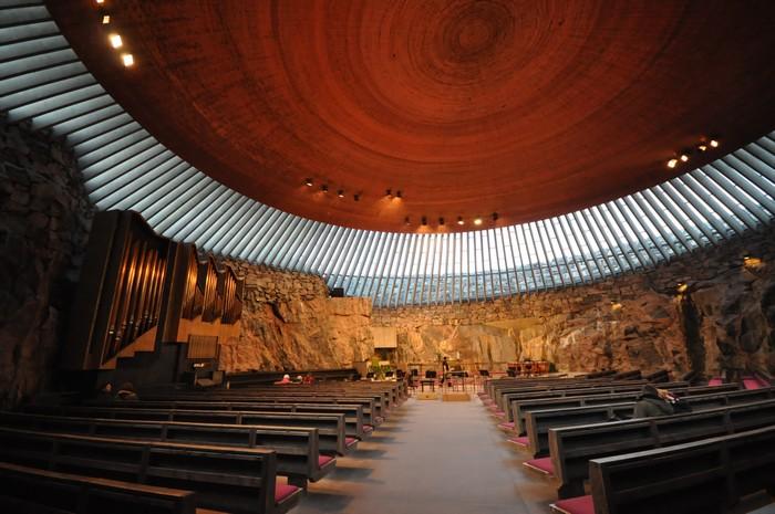 庄严且非常特别的岩石教堂(Rock Church)