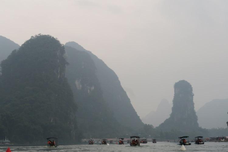 桂林的落地签证进一步带动了漓江的旅游产业;有智者事竟成。