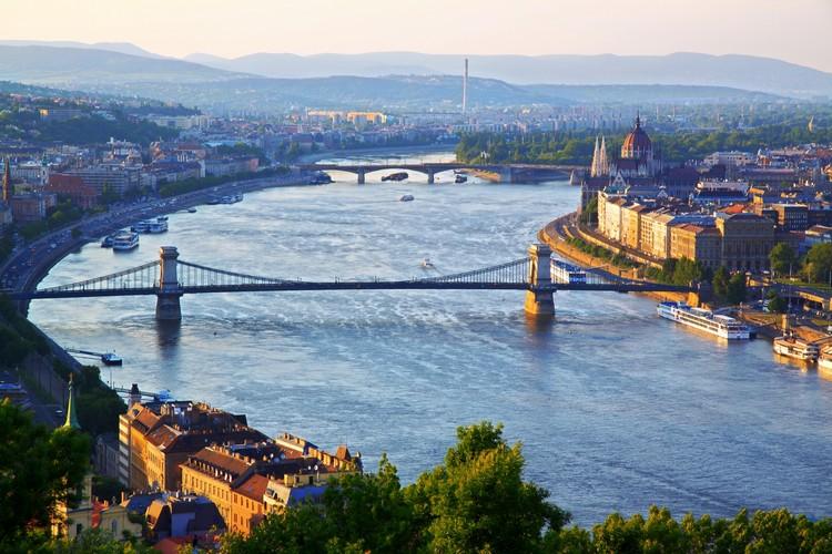 穿城而过的多瑙河