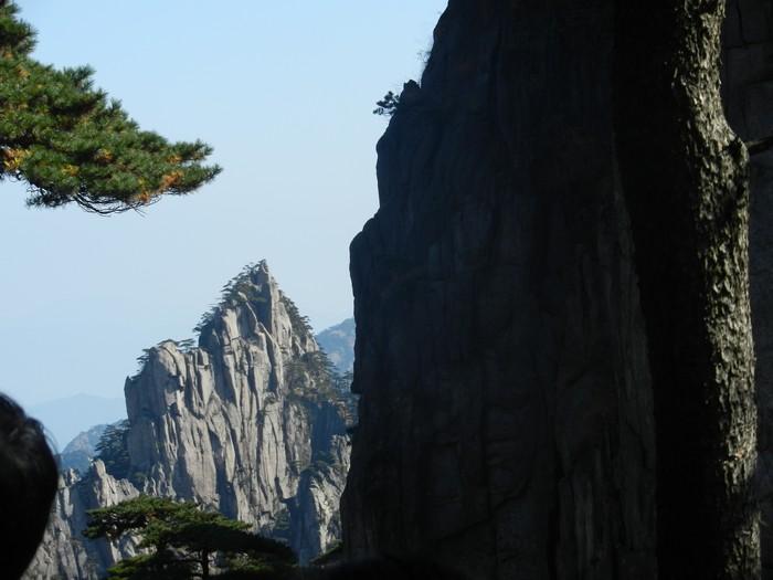 黄山有着绝美山景,但欲欣赏其美,在出发前你的体力、脚力都得顾及呀!