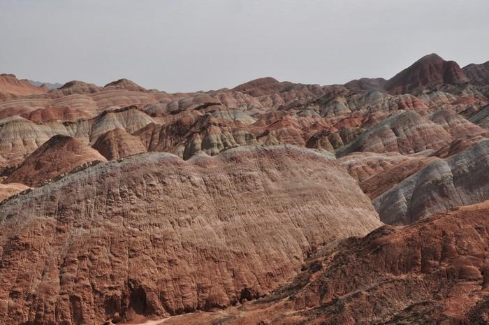 画面却突然转来到一毛不拔的张掖丹霞国家地质公园!