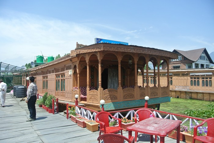 喀什米尔 达尔湖上的船屋外表特别,里头也极具欧式味道。