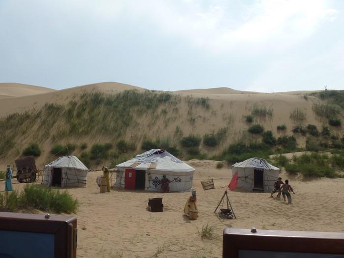 来到蒙古,怎么能够不试试住进蒙古包呀?