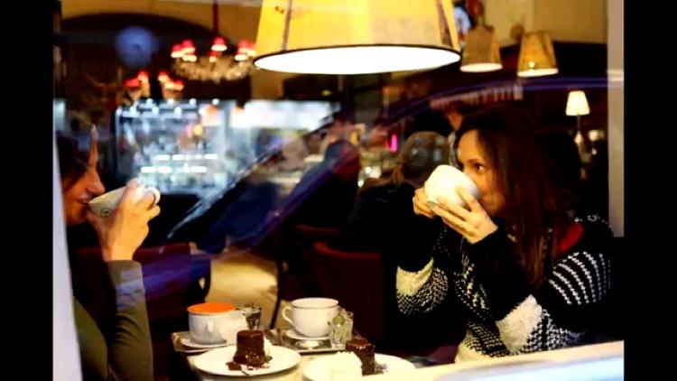 维也纳人喜欢走进咖啡馆,因为是与朋友相聚,或独自悠闲渡过时光的好地方。