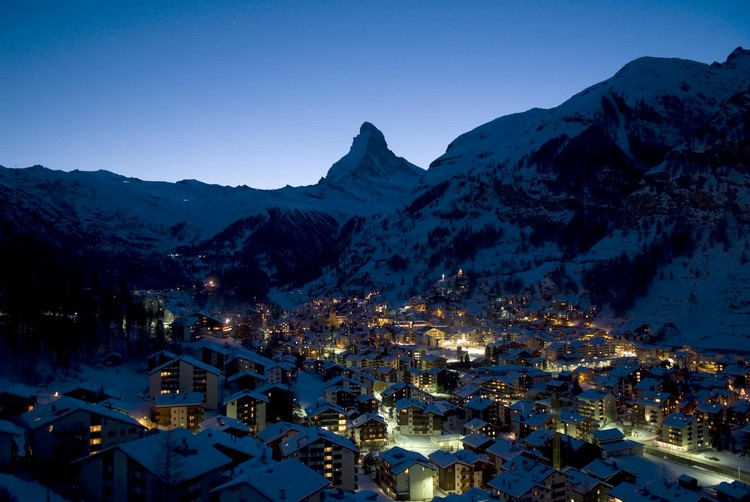 位于马特宏峰下采尔马特(Zermatt)