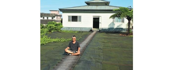 农场主人波哥提倡生活禅修,喜与游客分享他的快乐哲学。