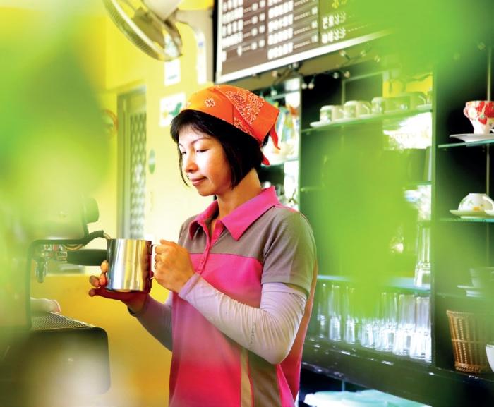 庄脚所在休闲农场咖啡吧 庄脚所在不只是民宿,还经营农场与 咖啡馆,看咖啡师不急不躁地调制一 杯咖啡,用心极致。
