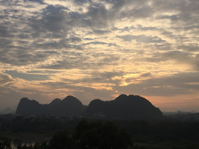 桂林訾洲岛与象鼻山;观赏日出的好地方。