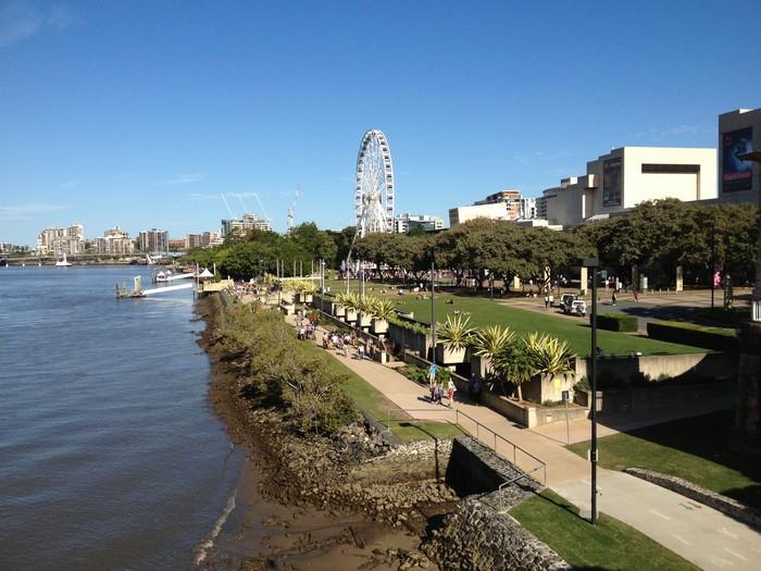 南岸公园(Southbank Parklands)拥有澳洲唯一内城人造海滩。
