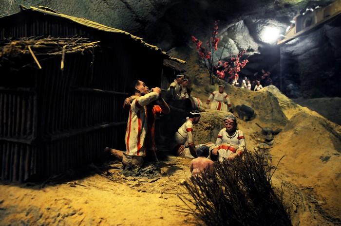 入夜后,雾社事件时光隧道更添剧场般的气氛。