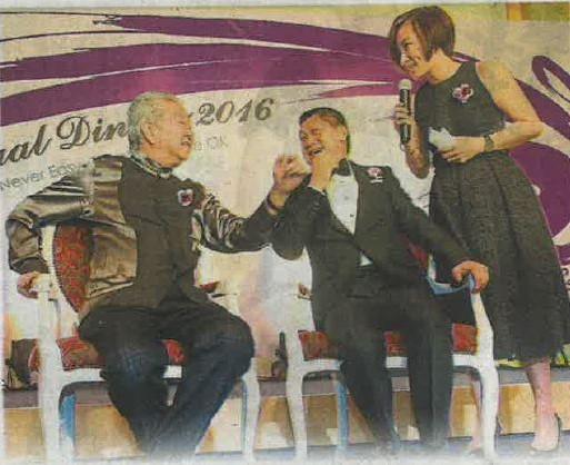 王翠玲(右起)询及两人出游的趣事,李桑毫无保留分享与蔡澜落裎相对的故事,引起哄堂。