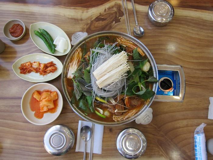猪骨锅 Gamjatang (2)