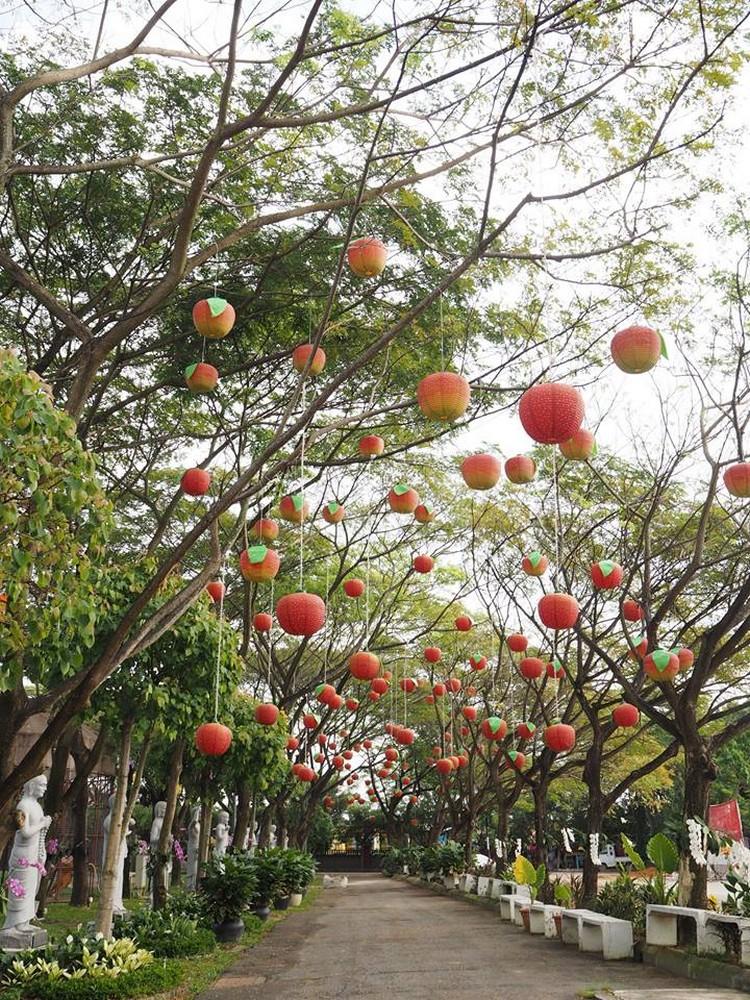 配合猴爷驾到东禅寺,蟠桃树的装饰可少不了!
