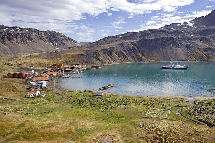 800px-Grytviken_Harbour,_Island_of_South_Georgia,_United_Kingdom