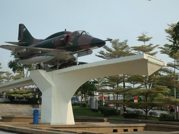 绿褐色军事战机