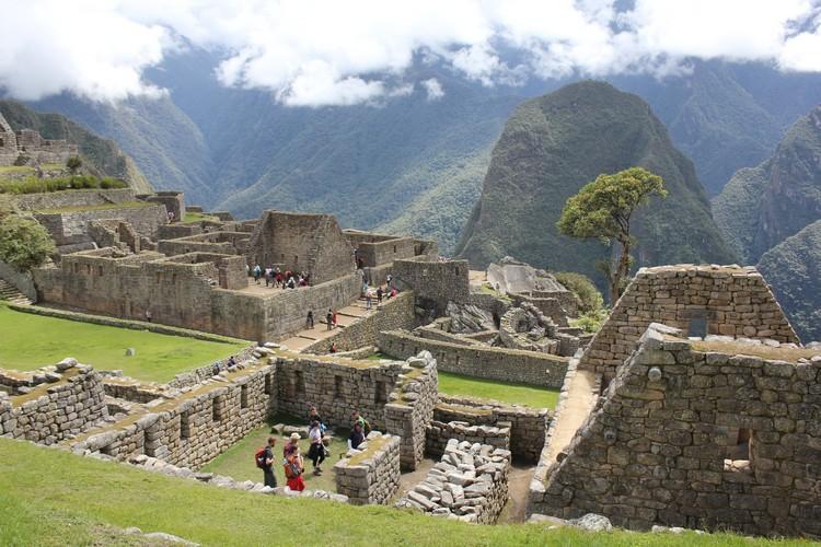 古老的马丘比丘,向着现代投射出旧时帝国的辉煌。