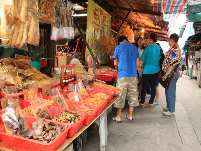 大澳处处可见售卖渔产。