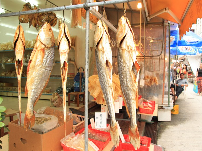 黄金发亮的晒咸鱼。