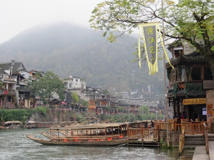 船游,是欣赏古城风貌其中一个绝佳途径。