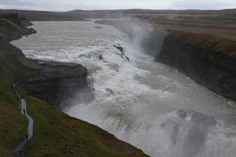 冰島的瀑布決不输浩瀚的海洋。