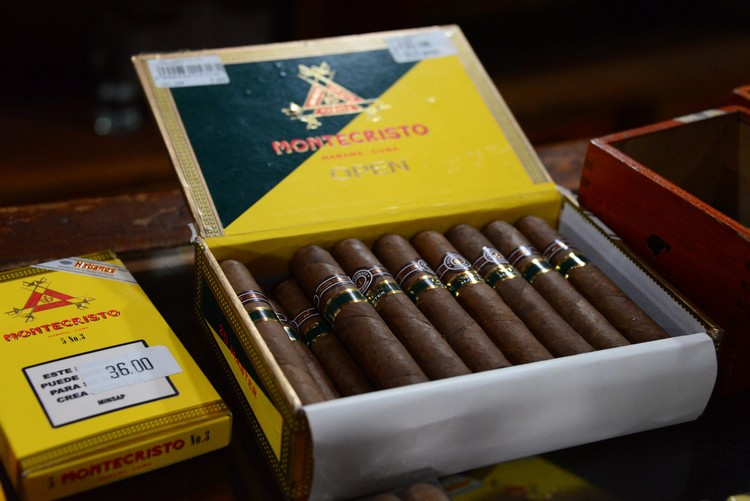 古巴雪茄是世界上最好的雪茄,占据世界顶级雪茄市场70%,产值是4~6亿美元。