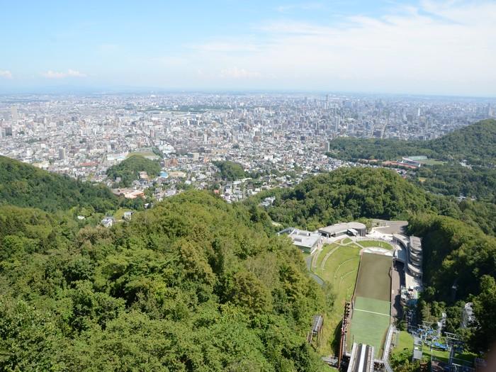 在展望台上可以饱览札幌城市景致。