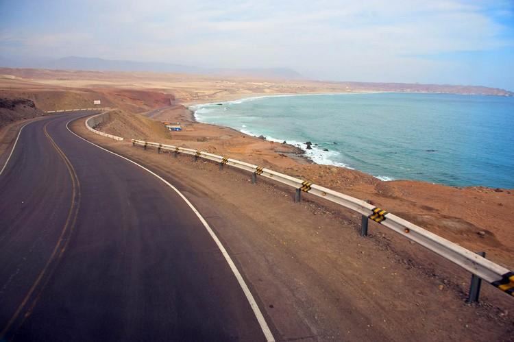 沙漠遇上海,多么浪漫的公路奇遇。