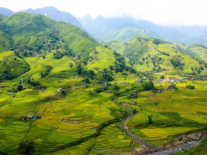 被评选为世界七大最奇美的沙坝梯田,满山叠层的梯田就像是一幅山水画。