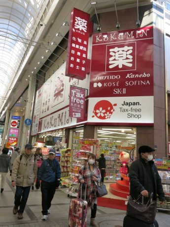 为应付日渐增加的游客量,许多免税店开始引进外劳。