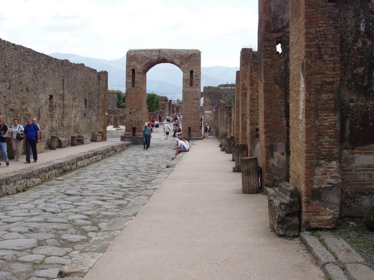 庞贝遗迹是意大利一大著名旅游热点,每年都吸引了数量庞大的游客前来朝圣。