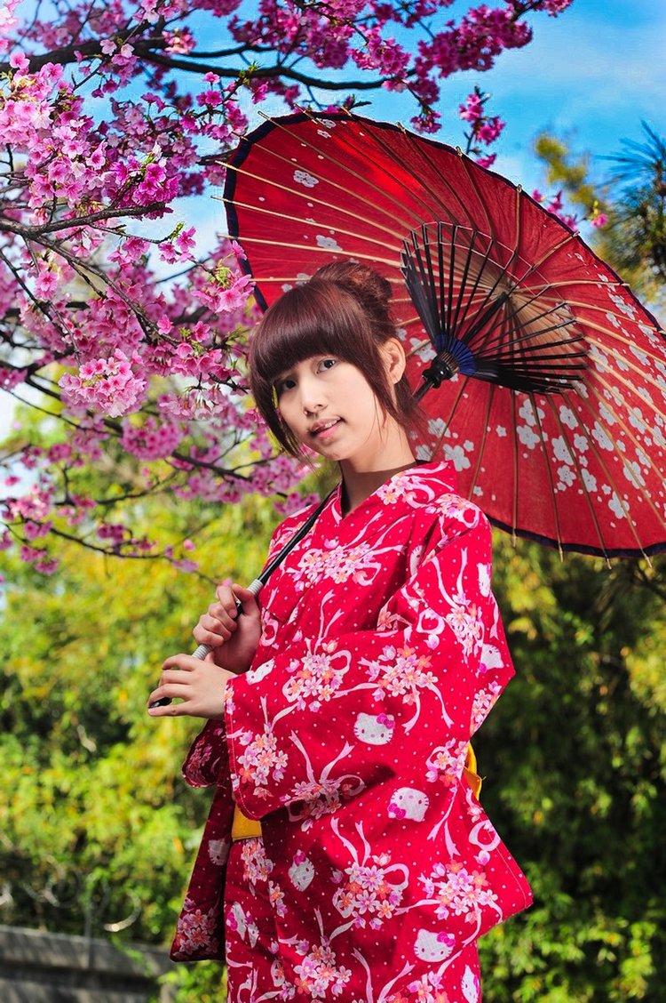 日本文化浓厚的传统油纸伞于和服搭配一起,满分!