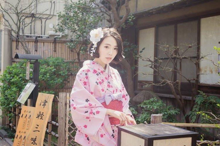 樱花和服是少女们外拍不错的选择!