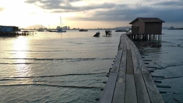姓氏橋是漁民住家的枢纽,起重要的作用。