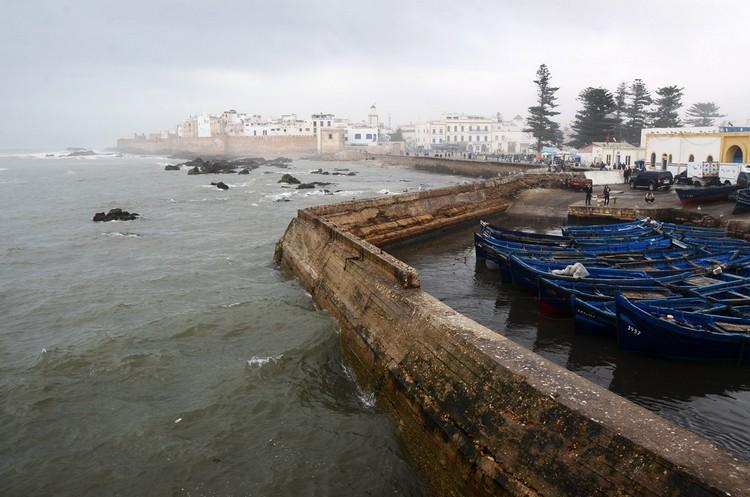 索维拉是一个典型的18世纪晚期发展起来的北非防御港口城市,城中很多建筑是依照同时期欧洲防御城堡修建的。自从城市存在开始,索维拉就成为一个重要的国际贸易海港,连接着摩洛哥以及撒哈拉内陆地区与欧洲和世界其它国家的贸易往来。